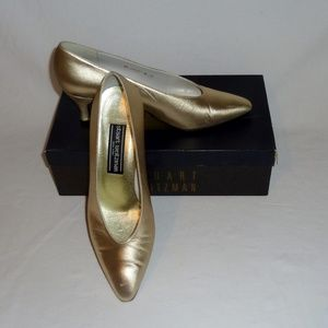 Stuart Weitzman Evening Shoe Gold Kid sz 8B EUC
